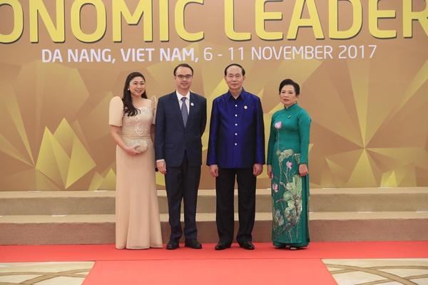 Chủ tịch nước Trần Đại Quang và Phu nhân đón Ngoại trưởng Philippines Alan Peter Cayetano và Phu nhân.