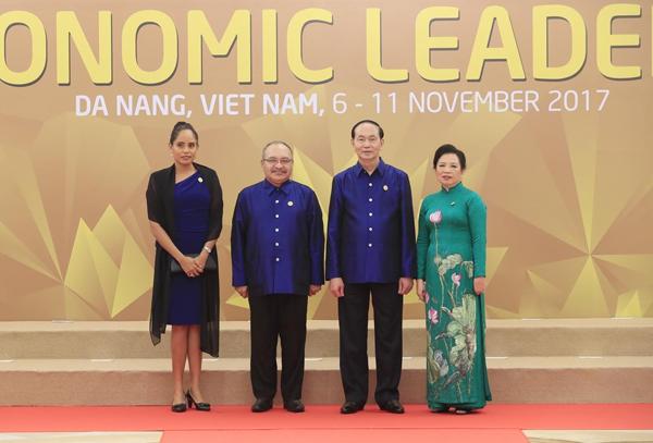 Chủ tịch nước Trần Đại Quang và Phu nhân đón Thủ tướng Papua New Guinea Peter ONeill và Phu nhân.