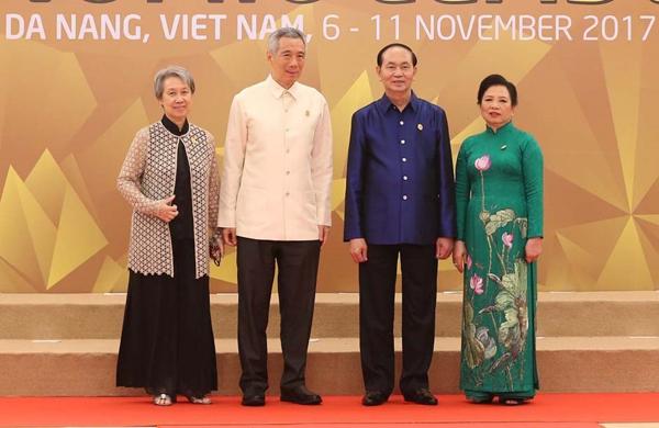 Chủ tịch nước Trần Đại Quang và Phu nhân đón Thủ tướng Singapore Lý Hiển Long và Phu nhân.