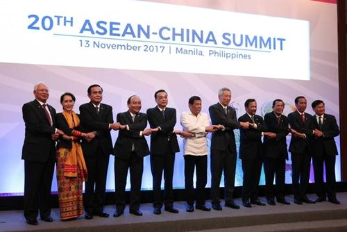 Các lãnh đạo ASEAN và Trung Quốc tại hội nghị ở Manila, Philippines. Ảnh: ASEAN.