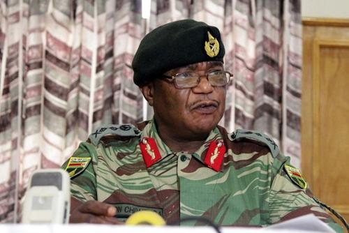 Tư lệnh quân đội Zimbabwe Constantino Chiwenga. Ảnh: AP.