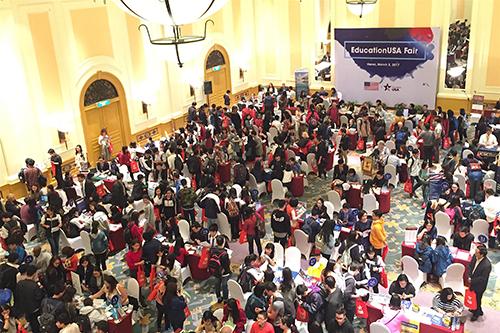 [Caption]Triển lãm du học Hoa Kỳ 2017 do Đại sứ quán Hoa Kỳ tại Hà Nội tổ chức.