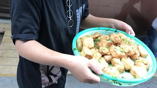 Ẩm thực là một nguồn cảm hứng bất tận của Hà Nội. Ảnh: Hanoi Street Food Tours.