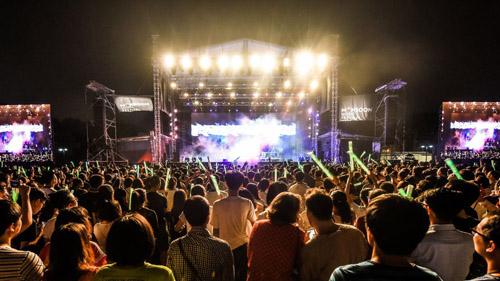 Lễ hội âm nhạc Monsoon ở Hoàng thành Thăng Long, Hà Nội. Ảnh: AFP.