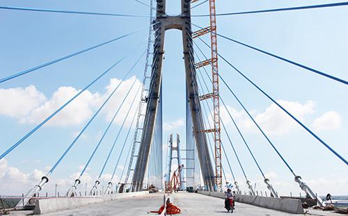 Vàm Cống là cầu dầm thép có nhịp dài, hiện đại nhất vùng đồng bằng sông Cửu Long. Ảnh: Cửu Long