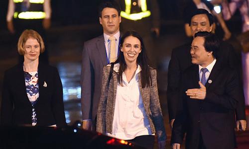 Bữa tối ấm cúng với các nhân viên của thủ tướng New Zealand ở Đà Nẵng