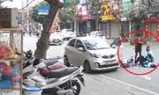 Nữ tài xế mở cửa ôtô hất ngã hai học sinh