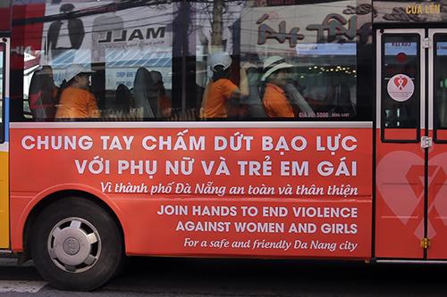 da-nang-tuyen-truyen-chong-bao-luc-gioi-tren-xe-bus-1