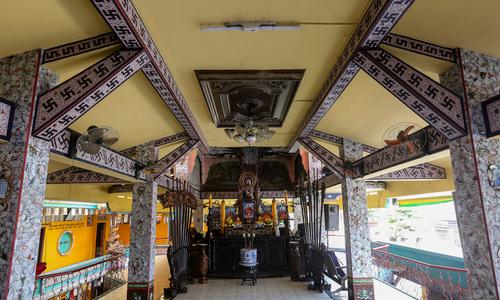 Ngôi chùa ở Sài Gòn làm bằng 30 tấn mảnh sành