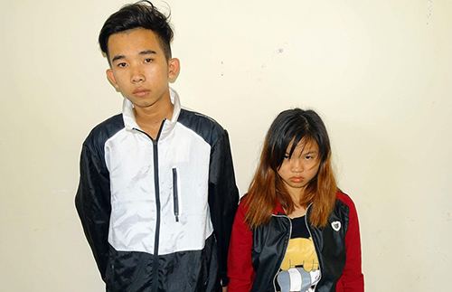 Cô gái 18 tuổi cùng nam thanh niên trong nhóm của Vy. Ảnh: Phước Tuấn.