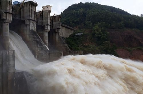 Thừa Thiên Huế xả nước hồ thủy lợi, thủy điện đón lũ