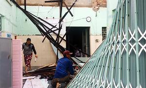 Lốc xoáy làm tốc hàng loạt mái nhà ở Bình Dương