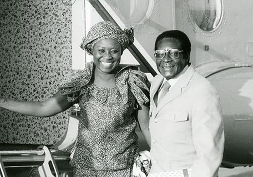 tong-thong-zimbabwe-khoc-nhac-den-nguoi-vo-qua-co