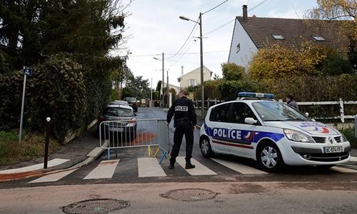 Cảnh sát tại hiện trường vụ việc. Ảnh: AFP.
