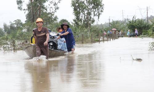 Quảng Nam mưa lớn, nhiều nơi bị chia cắt