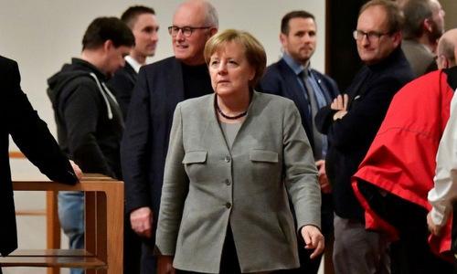 Tương lai bấp bênh chờ đón bà Merkel