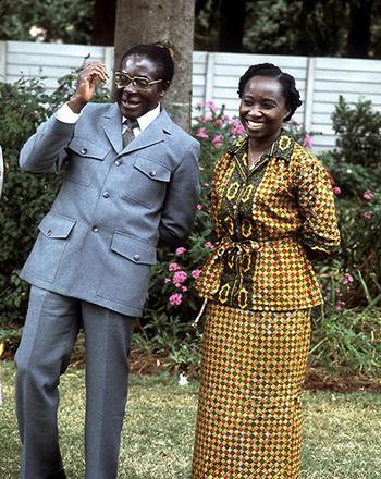Ông Mugabe và bà Sally năm 1980. Ảnh:Terry Fincher