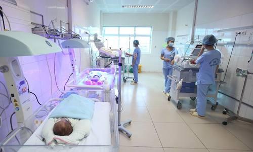 Sát khuẩn phòng cách ly chăm sóc trẻ sinh non ở viện Bắc Ninh