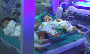 Các bé sơ sinh Bắc Ninh điều trị cách ly tại bệnh viện Hà Nội