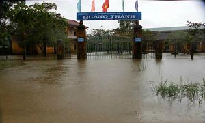 Học sinh Thừa Thiên Huế nghỉ học tránh lũ