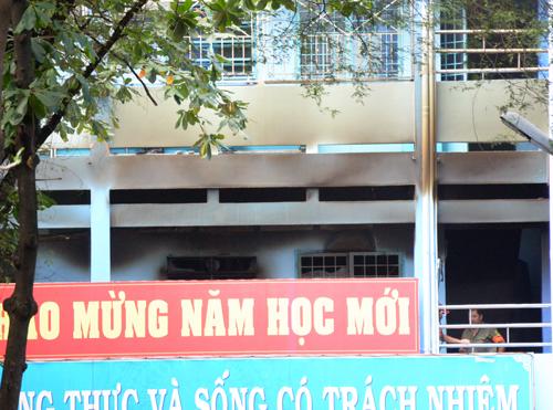 chay-truong-o-sai-gon-hang-tram-hoc-sinh-thao-chay-1