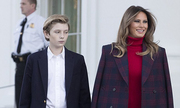 Melania Trump và con trai nhận cây thông Giáng sinh Nhà Trắng