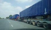 Đoàn xe rết khổng lồ chở toa tàu đường sắt trên cao về Hà Nội