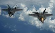 Khoảnh khắc tiêm kích F-22 Mỹ ném bom hủy diệt mục tiêu Taliban