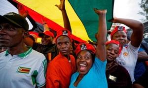 Hy vọng và bất an ở Zimbabwe sau khi tổng thống từ chức