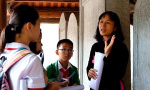 Học sinh Hà Nội học sử ở Văn Miếu - Quốc Tử Giám