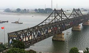 Cây cầu nối Trung Quốc và Triều Tiên đóng cửa