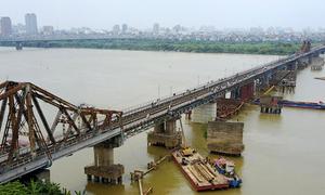 Vật thể nghi bom ở gần cầu Long Biên