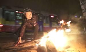 Người Hà Nội đốt lửa tránh rét đầu mùa