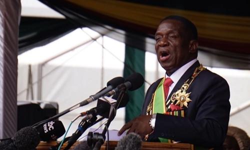 Ông Emmerson Mnangagwa phát biểu tại sân vận động quốc gia ở thủ đô Harare, Zimbabwe, vào ngày nhậm chức 24/11. Ảnh: AFP.
