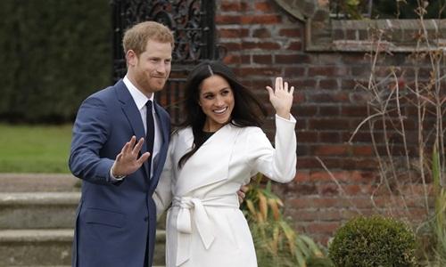 Hoàng tử Harry và hôn thê Meghan Markle. Ảnh: AP.