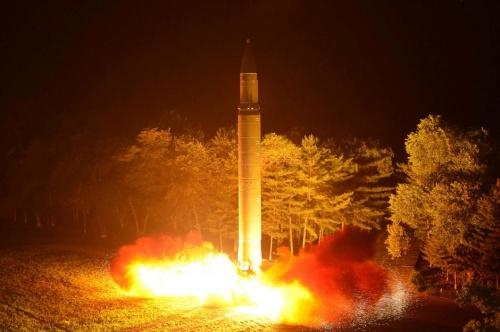 Một tên lửa đạn đạo xuyên lục địa Triều Tiên từng phóng thử. Ảnh: KCNA.