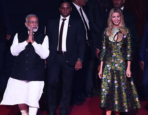 Ivanka diện váy hoaThủ tướngNarendra Modi.