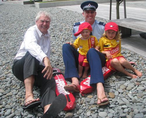 Những đôi dép jandal xuất hiện trong ngày Jandal Quốc gia ở New Zealand năm 2008. Ảnh: scoop.co.nz.