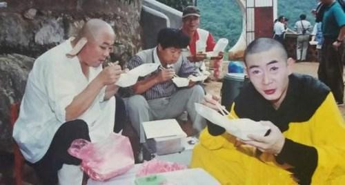hau-truong-hai-huoc-cua-phim-tay-du-ky-1986-phan-1-4