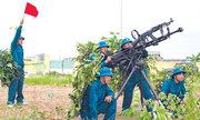 Dân quân tự vệ được trang bị vũ khí quân dụng loại nào?
