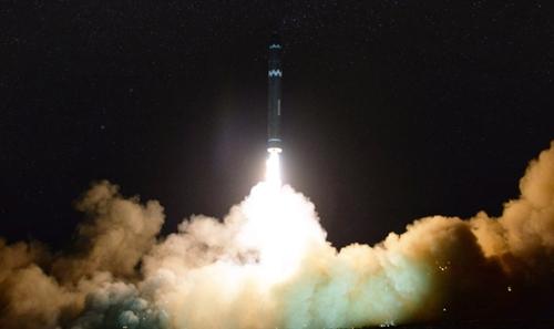 Tên lửa Hwasong-15 của Triều Tiên. Ảnh: KCNA.