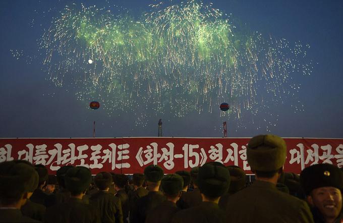 Triều Tiên bắn pháo hoa mừng phóng thử tên lửa xuyên lục địa