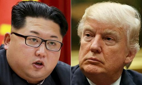 Tổng thống Mỹ Donald Trump (phải) và nhà lãnh đạo Triều Tiên Kim Jong-un. Ảnh: Reuters/AP.