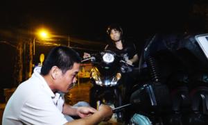 'Biệt đội' sửa xe ngập nước miễn phí ở Sài Gòn