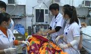 Sập lan can trường, 13 học sinh bị thương