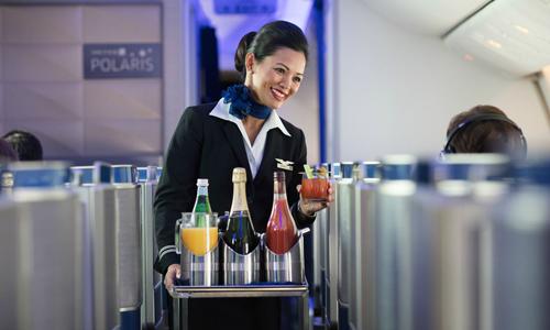 Máy bay hạ cánh khẩn ở Đức vì nữ hành khách đòi thêm rượu vang