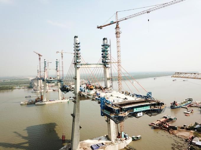 Công trường cây cầu hơn 7.000 tỷ nối Quảng Ninh và Hải Phòng