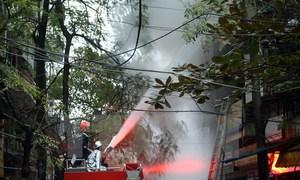 Cháy cửa hàng phụ tùng ôtô, xe máy ở Hà Nội