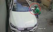 Mercedes 3 tỷ bị xe ôm bẻ trộm gương trong 8 giây