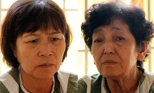 Hai phụ nữ bị bắt vì đã nhiều lần chặn xe ben chở cát. Ảnh: Hồng Tuyết.